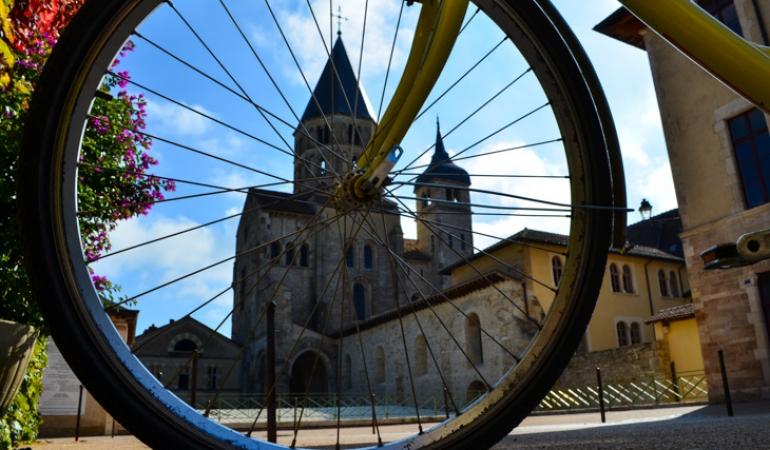Cluny abbaye vélo